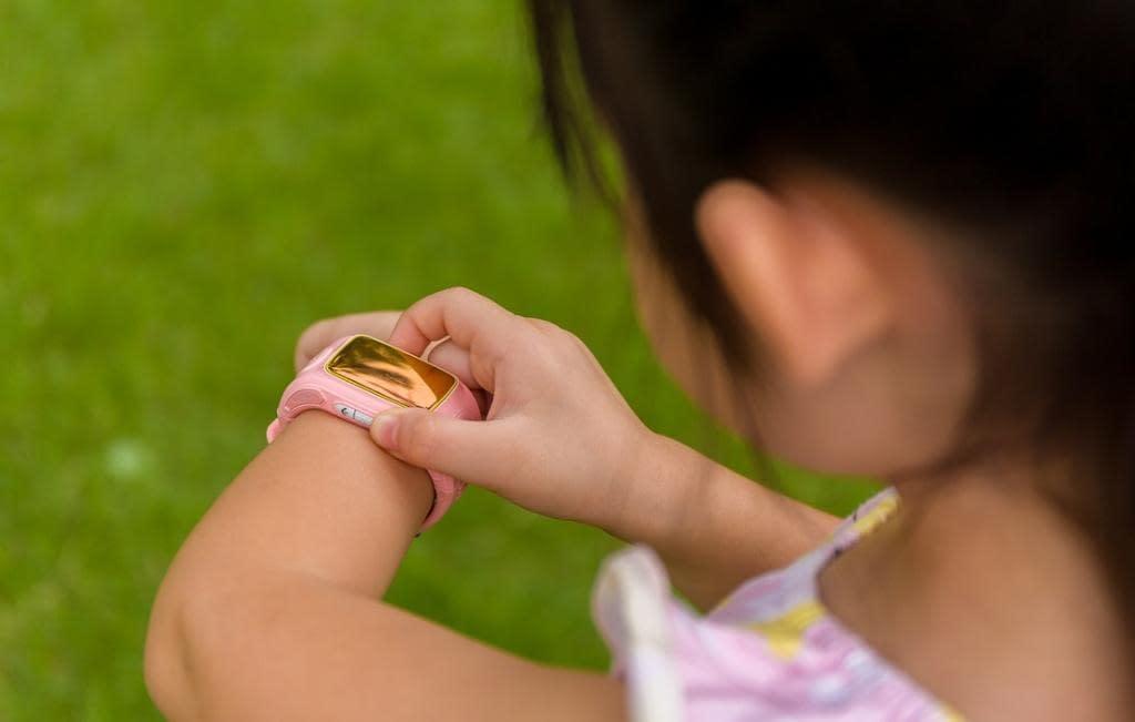 Smartwatch expõe localização de mais de 5 mil crianças